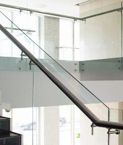 Atrakcyjne wizualnie oraz praktyczne panele szklane