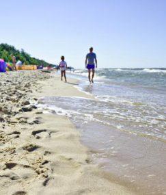 Rodzinny pomysł na ciekawe wakacje nad morzem latem oraz zimą
